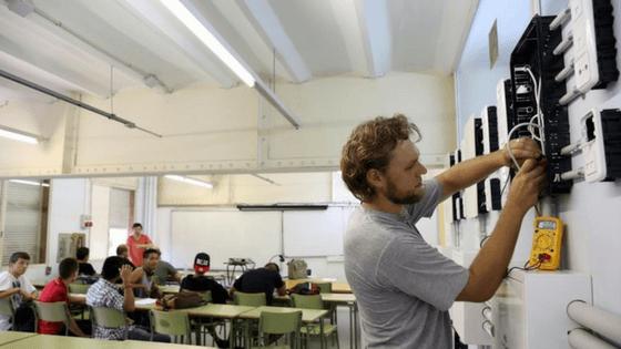 La industria alerta de la escasez de técnicos con FP para las fábricas