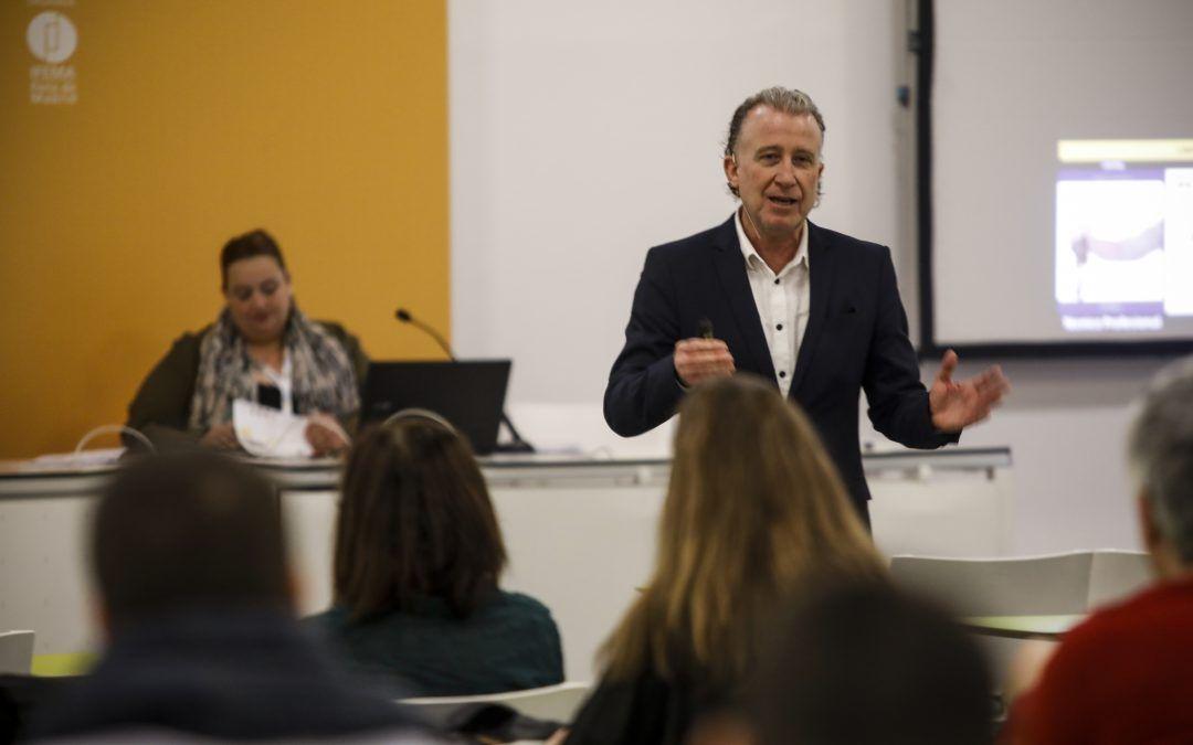 Roberto Luna, ponente destacado en EXPOELEARNING 2020, portada de la revista VEINTE
